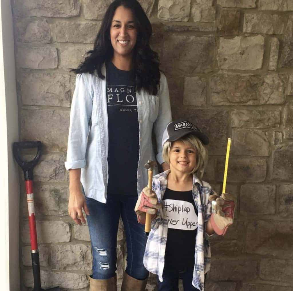 An easy Halloween costume for moms and adults -Chip and Joanna Gaines costume!