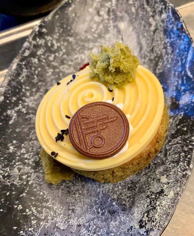 Oi Oi Puff Dessert is a must-eat food at Galaxy's Edge.