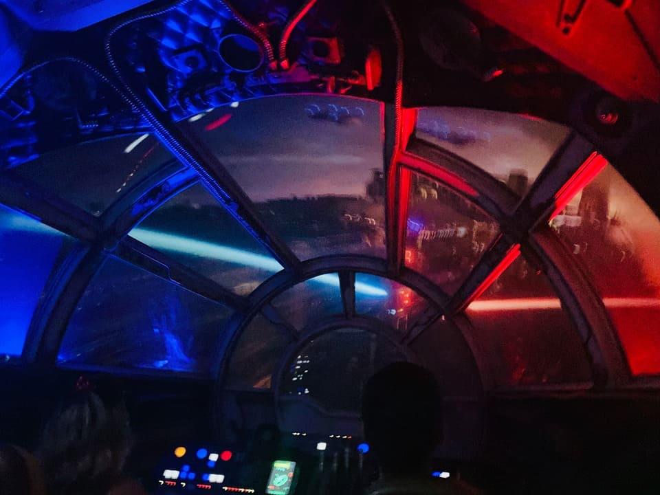 Millennium Falcon: Smugglers Run at night